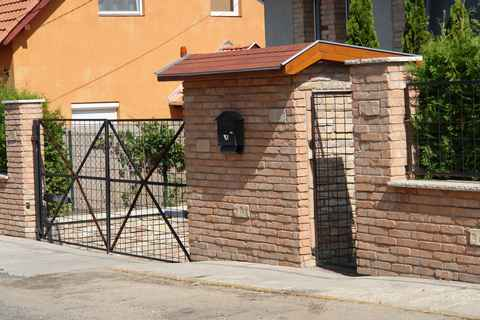 Bontott tégla kerítés kezelése